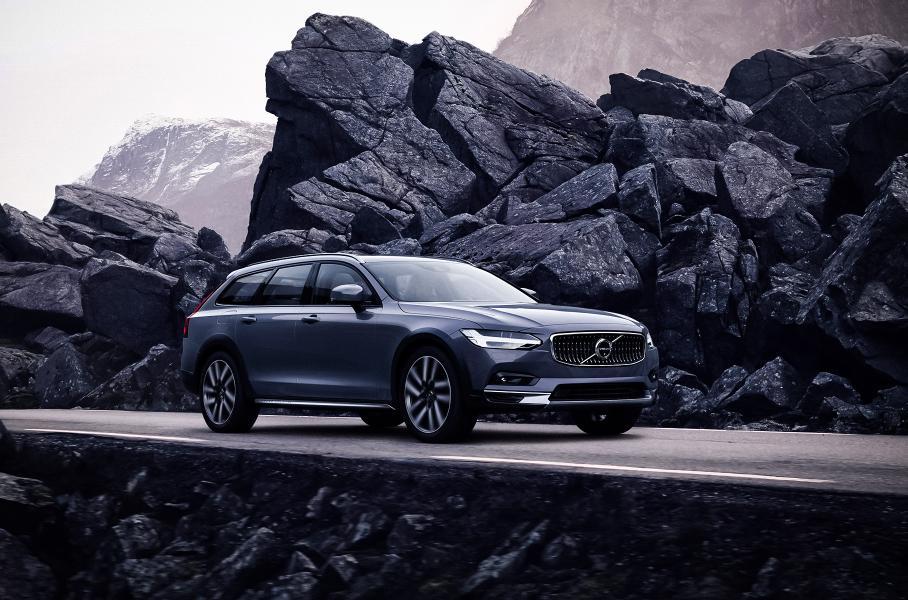 Обновленные Volvo S90 и V90 Cross Country поступили в продажу в РФ
