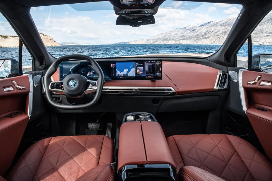 Новый электрокроссовер BMW iX оценили на рынке РФ от 8,5 млн рублей