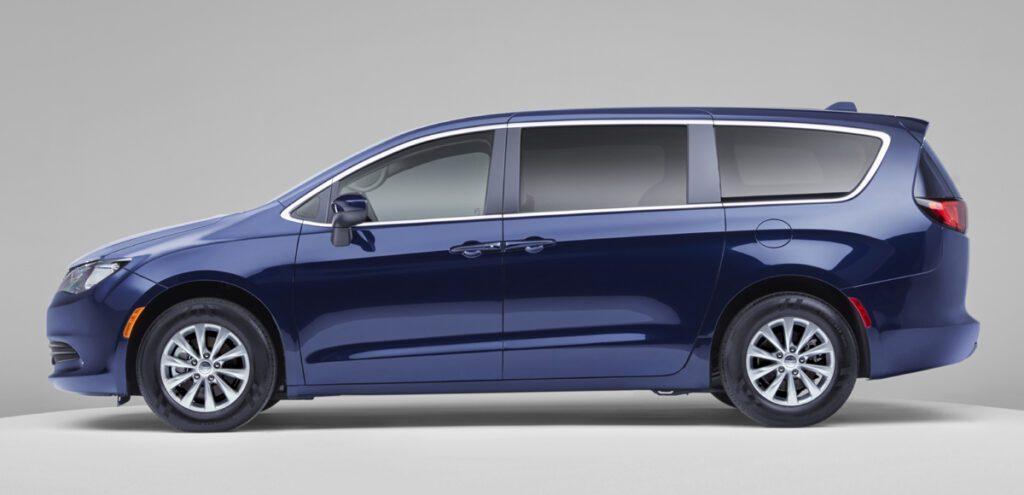 Базовый минивэн Chrysler Pacifica переименовали в Voyager