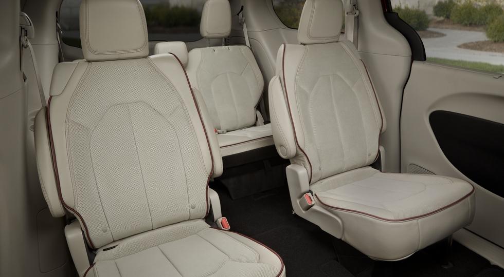 Chrysler назвал цены на новый минивэн Chrysler Pacifica для России