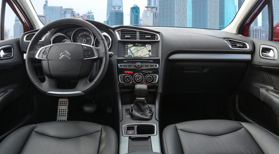 Компания Citroen показала обновленный седан Citroen C4