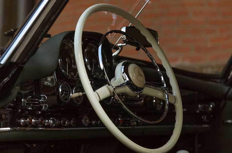 60-летний Mercedes-Benz за 20 млн рублей продают в России