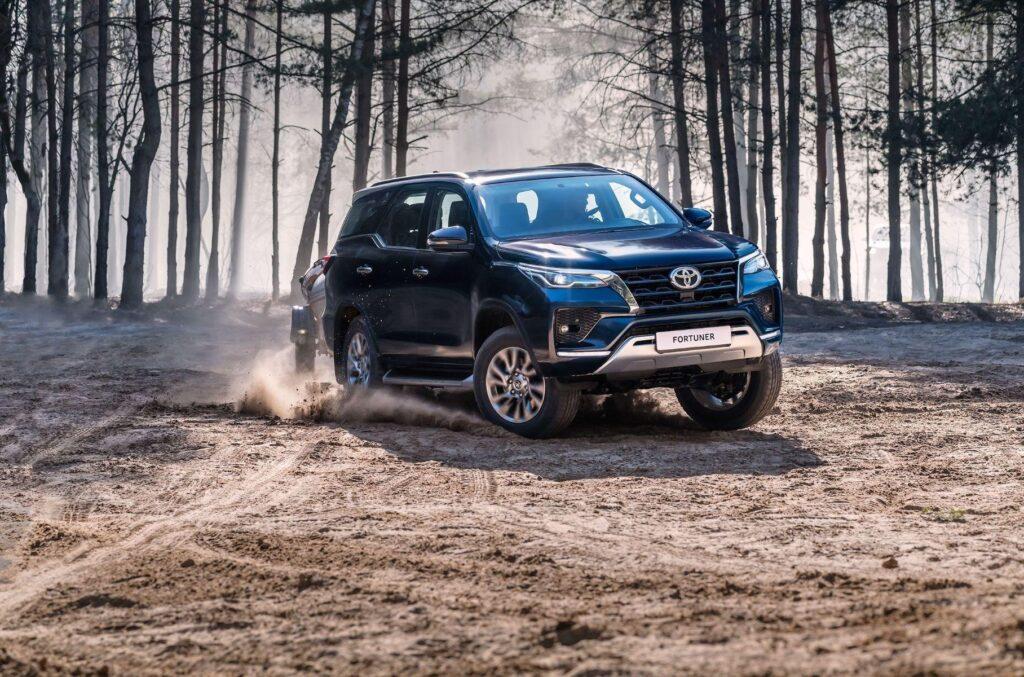 Обновленные Toyota Hilux и Fortuner вышли в продажу в РФ
