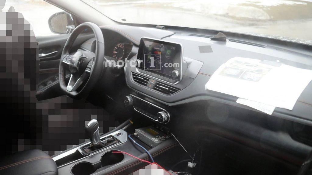Первые фото нового седана Nissan Altima появились в Сети