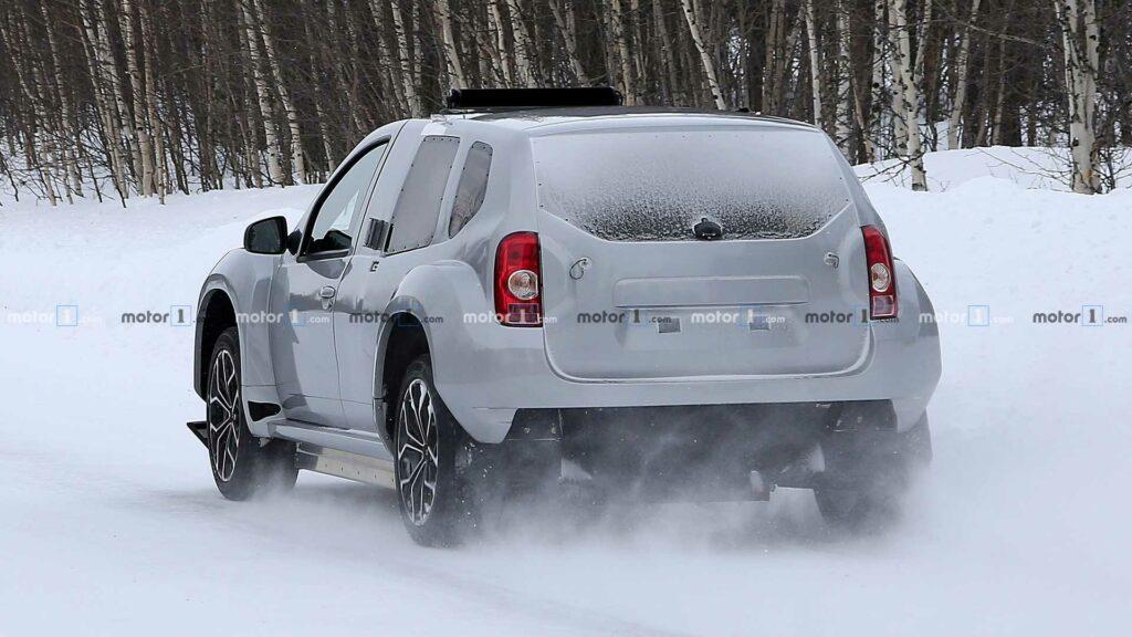 Электрическая версия кроссовера Dacia Duster EV замечена на тестах