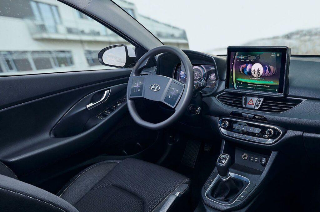 Компания Hyundai показала руль с сенсорными экранами