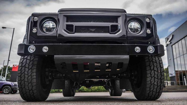 Land Rover Defender 2017 года превратили в шестиколесный пикап