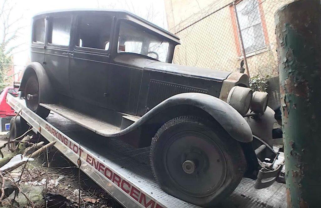 В Филадельфии на заброшенной фабрике найден довоенный Packard Six