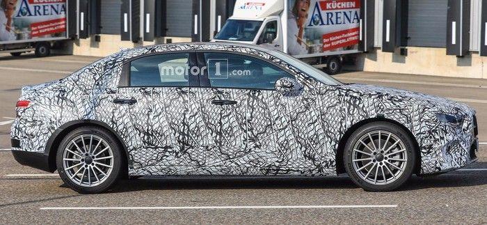 Седан Mercedes-Benz A-Class Sedan проходит завершающие тесты