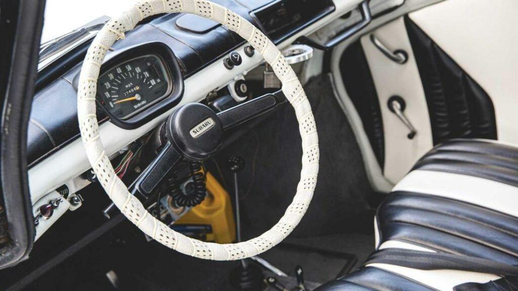 50-летний полицейский Subaru 360 выставили на аукцион