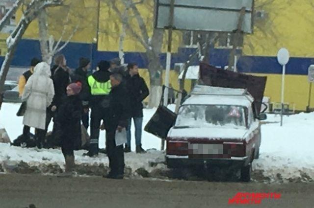 ВАЗ протаранил ПАЗ на остановке в Оренбурге