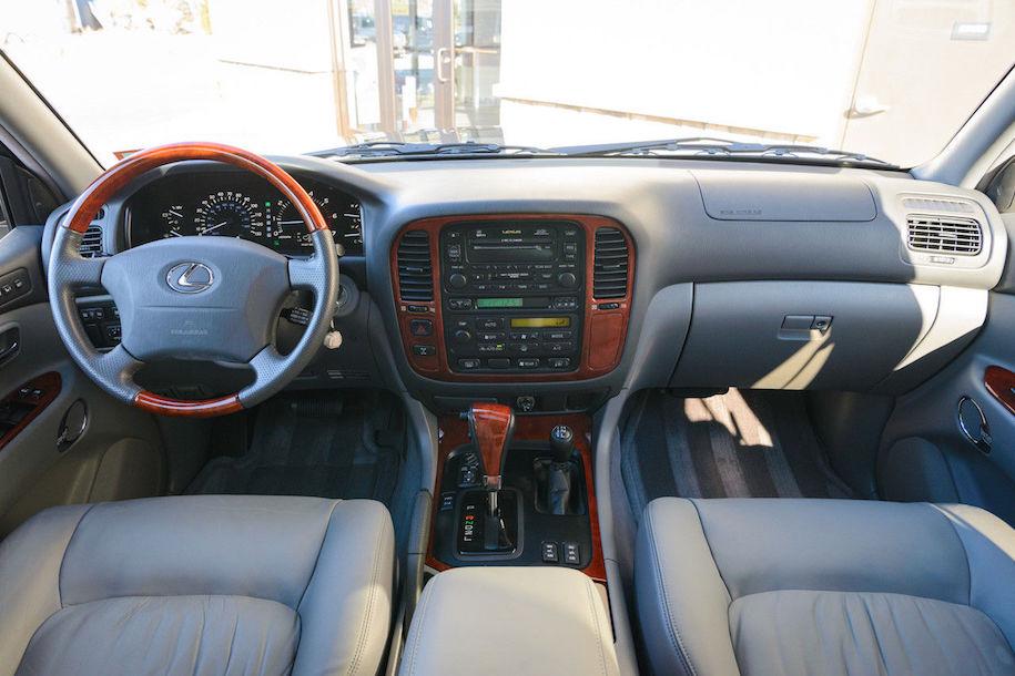 17-летний внедорожник Lexus LX 470 оценили в 1,5 раза дороже нового