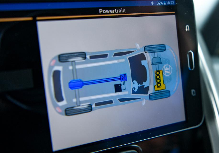 КомпанияZF презентовала гибридный Рено Duster