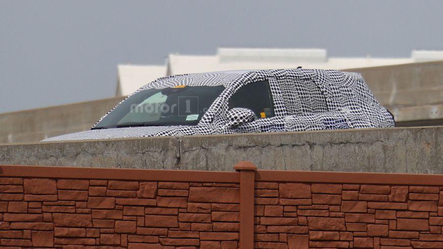 Опубликованы шпионские фото обновленного кроссовера Lincoln MKC