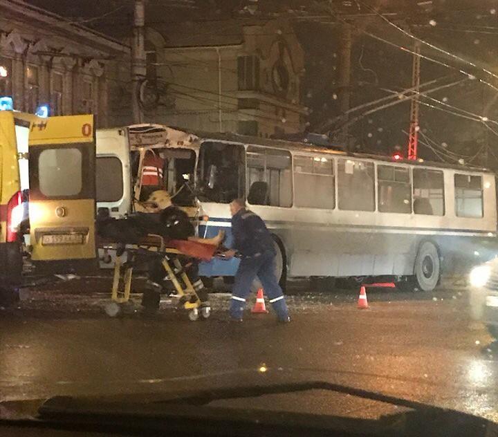 Пожарная машина и троллейбус столкнулись на перекрестке в Иванове