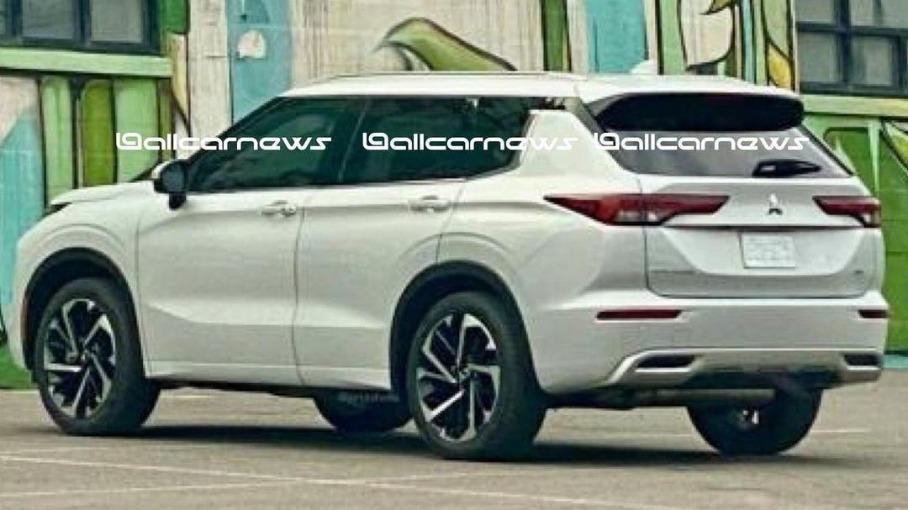 Mitsubishi показала первый официальный тизер нового Outlander