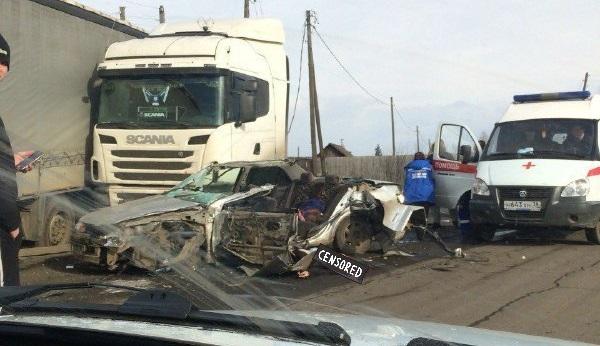 Страшная авария иномарки и фуры произошла в Вихоревке, трое погибли