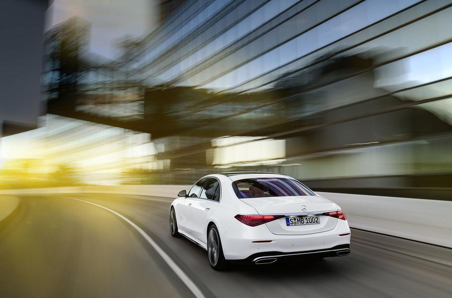 Компания Mercedes-Benz представила новый седан S-Class