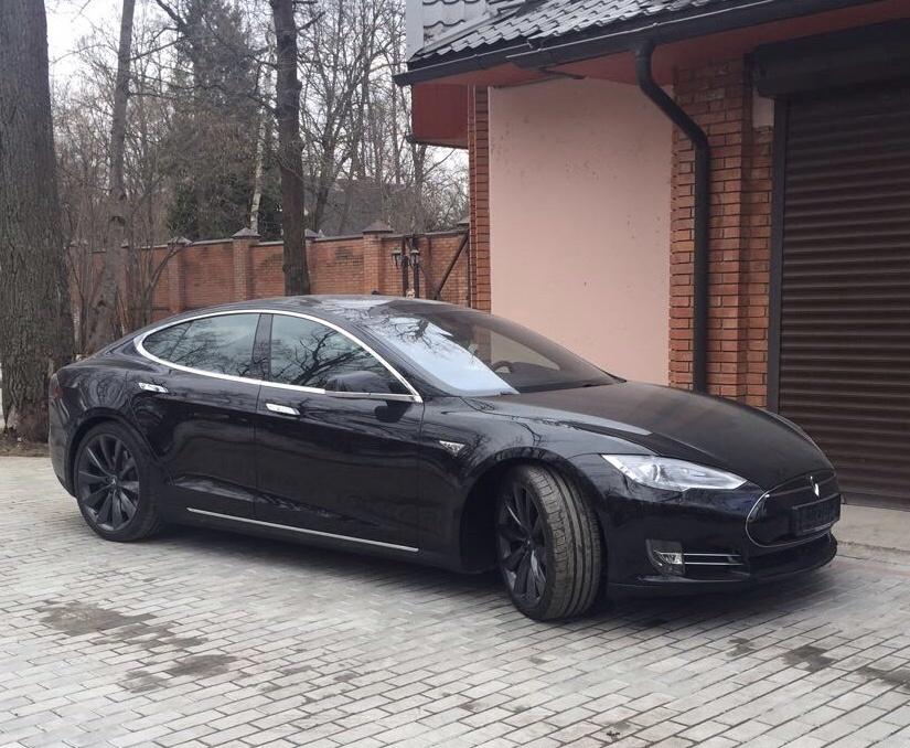В Москве продают лифтбек Tesla Model S первого поколения за 9,5 млн