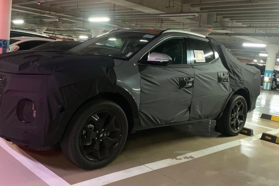 Первый прототип пикапа Hyundai сфотографировали на парковке