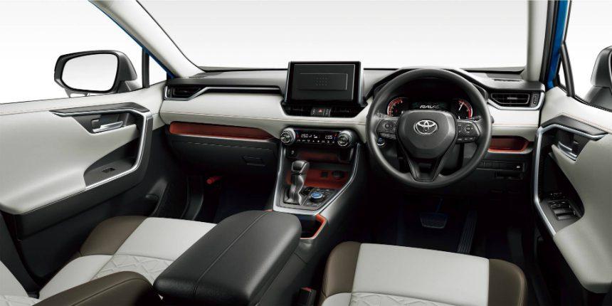Toyota вывела на домашний рынок новый кроссовер Toyota RAV4