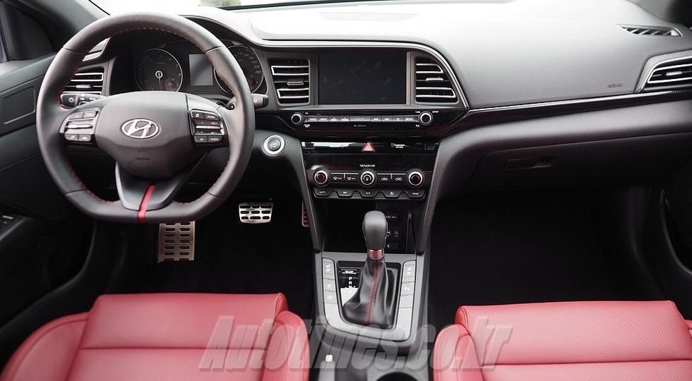 «Заряженный» седан Hyundai Elantra Sport рассекретили в Сети до дебюта