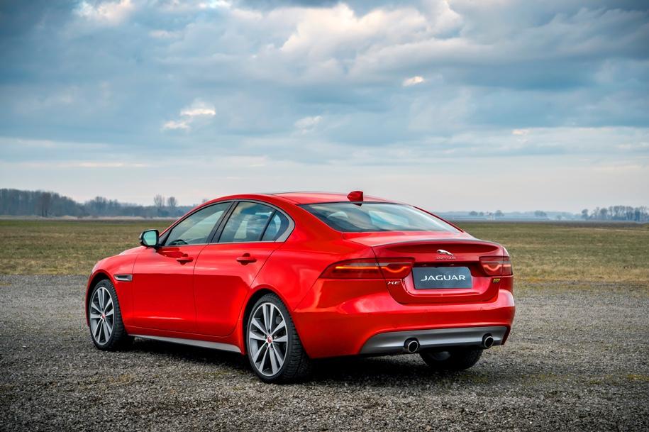 Jaguar XE и XF получили новую «спортивную» версию 300 Sport