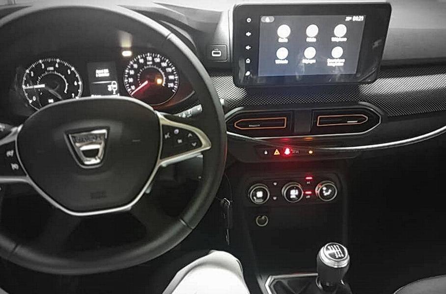 Интерьер новых Renault Sandero и Logan раскрыт до премьеры