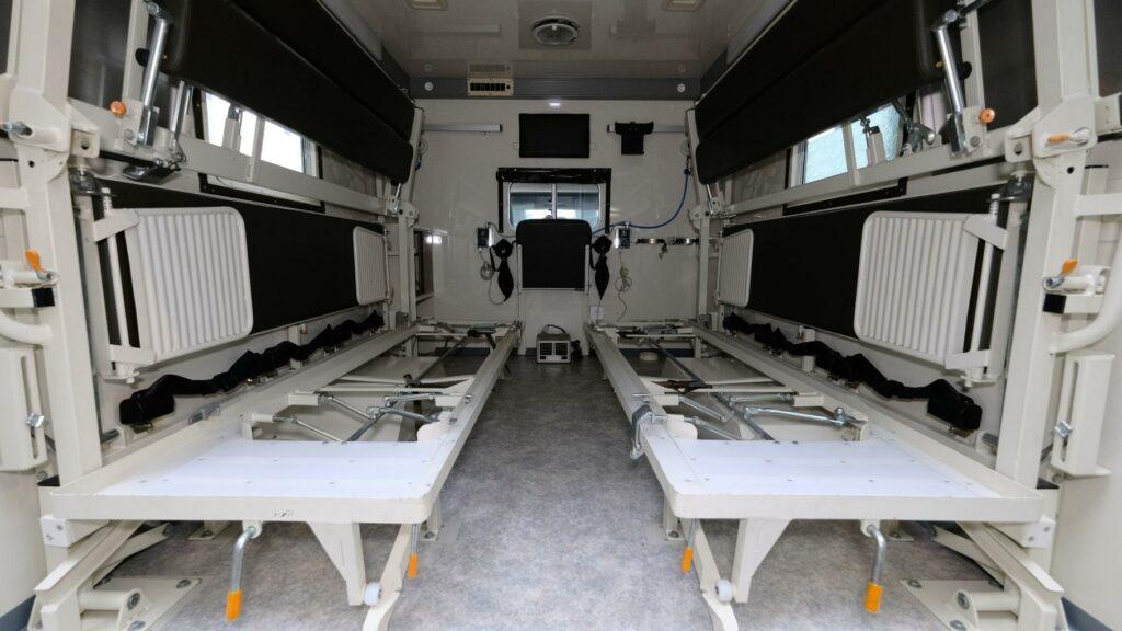 Скорая помощь на базе G-Class почти без пробега появилась в продаже
