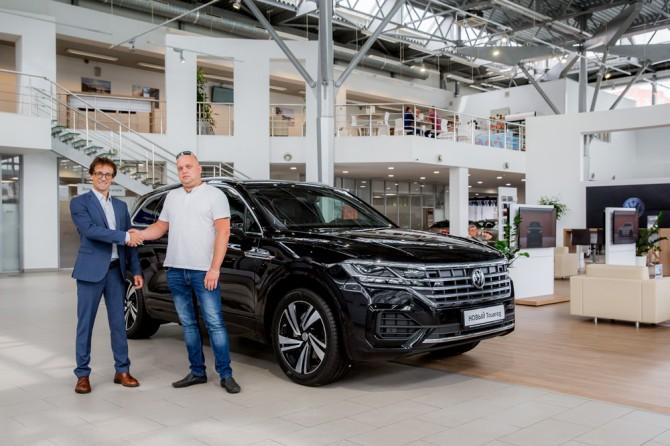 В РФ прoдан первый внедорожник Volkswagen Touareg нового поколения