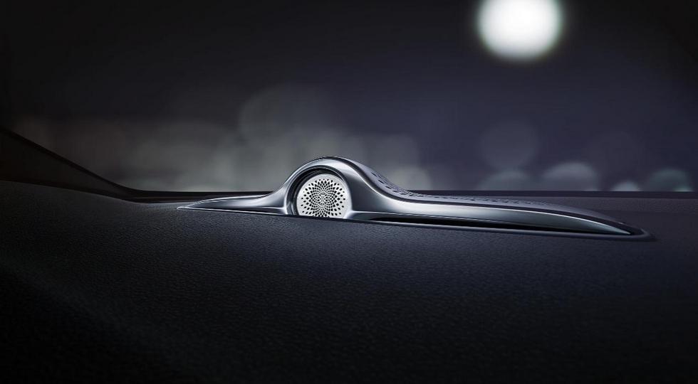 Geely показала салон гибридной версии седана Geely Emgrand GT
