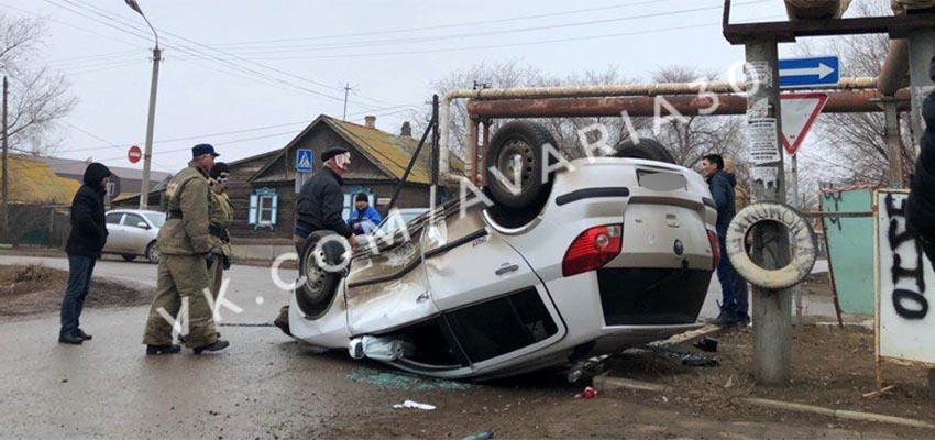 В Астрахани пенсионер на Geely перевернулся за рулем