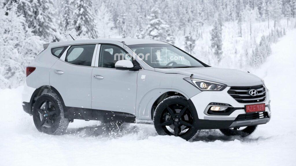 Hyundai вывела на тесты свой новый кроссовер Genesis