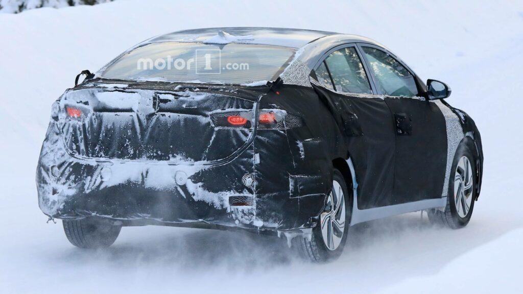 Электрическая версия седана Hyundai Elantra замечена на тестах