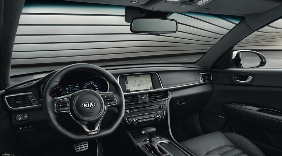 Компания KIA назвала цены на обновленный седан KIA Optima для РФ