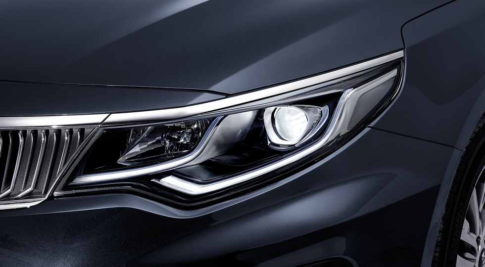 Kia официально представила обновленный седан Kia Optima