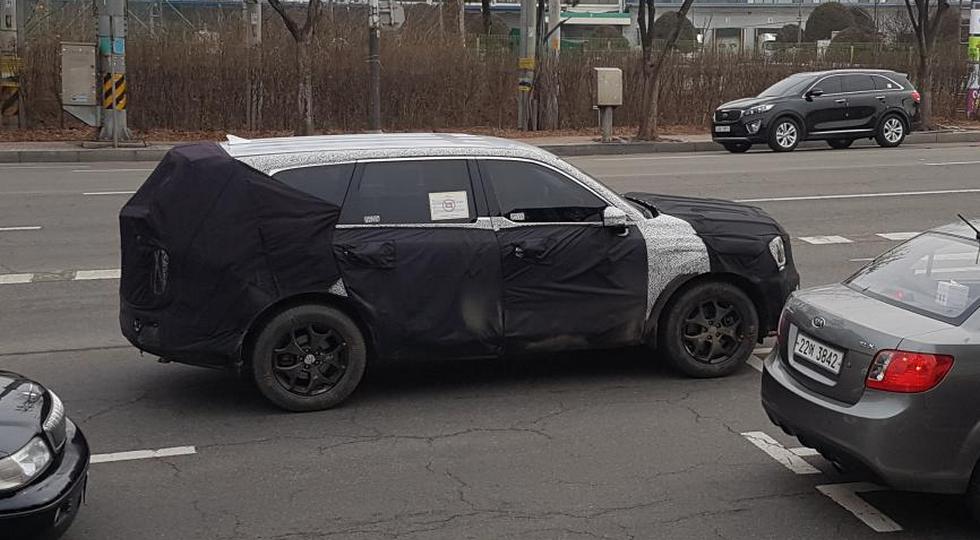 Новый флагманский внедорожник Kia заметили во время дорожных тестов