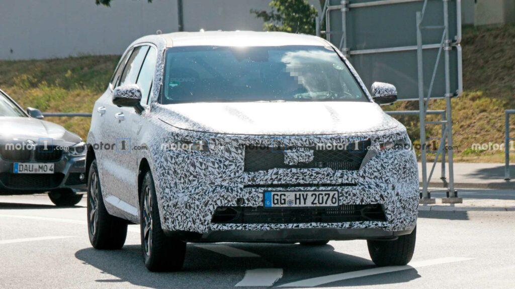 Новый Kia Sorento получит как минимум две гибридные версии