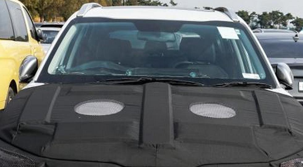 Новый компактный кроссовер Kia впервые заметили на тестах