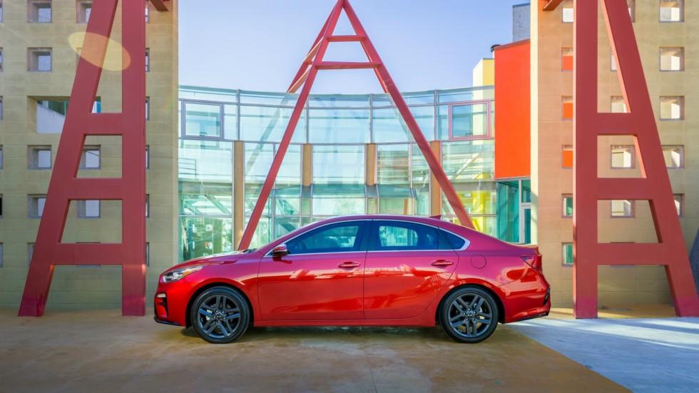Названы цены и комплектации нового седана KIA Cerato для РФ