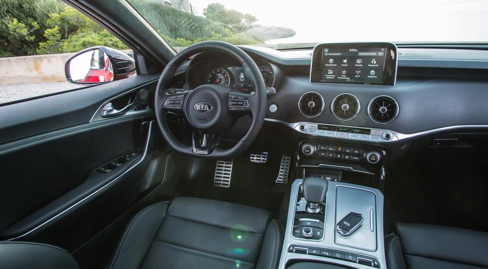 Kia назвала рублевые цены на все комплектации нового Kia Stinger