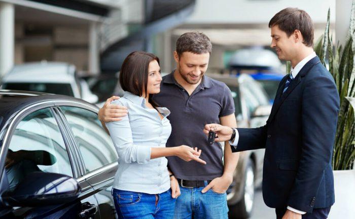 Покупка нового автомобиля в автосалоне