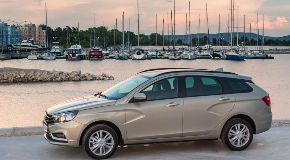 «АвтоВАЗ» в Германии представил новые Lada Vesta SW и Vesta SW Cross