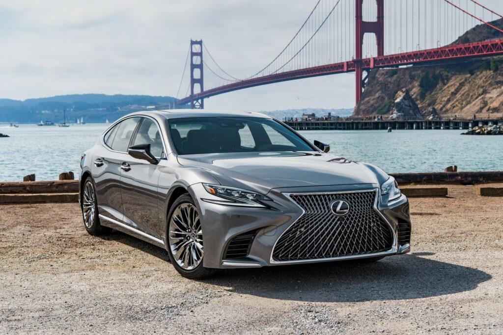 Обновлённый спорт-седан Lexus IS сможет добывать криптовалюту