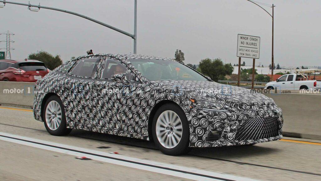 Водородный седан Lexus LS сфотографировали на тестах