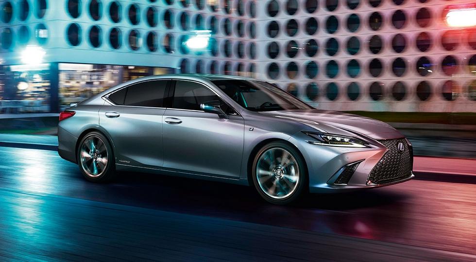 В России начались продажи седана Lexus ES нового поколения
