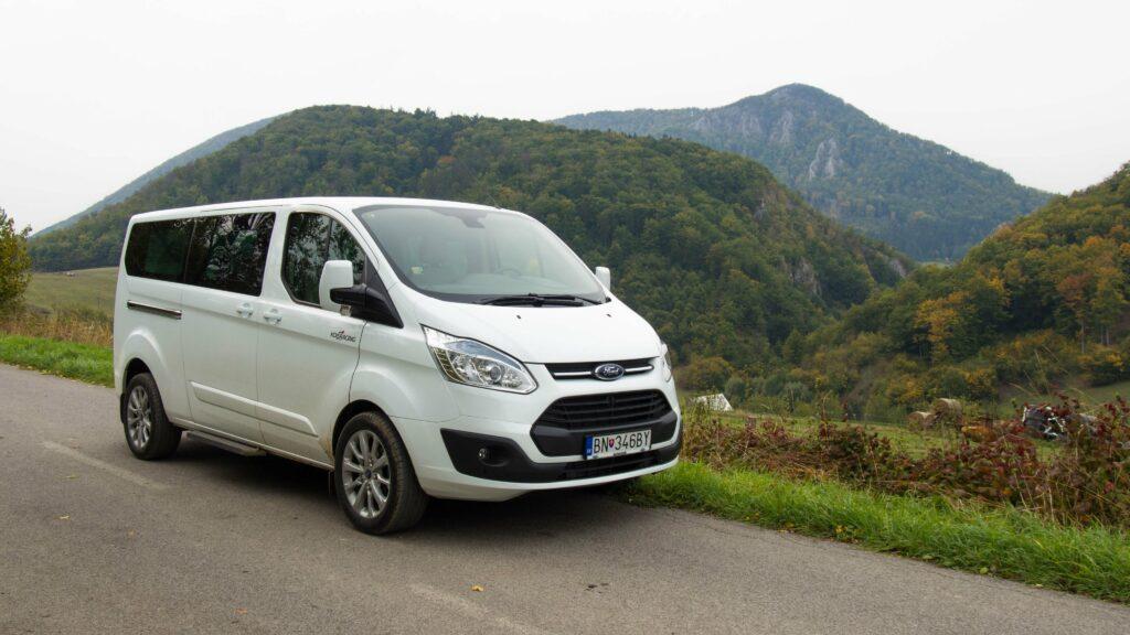 В России стартовали онлайн-продажи Ford Tourneo Custom