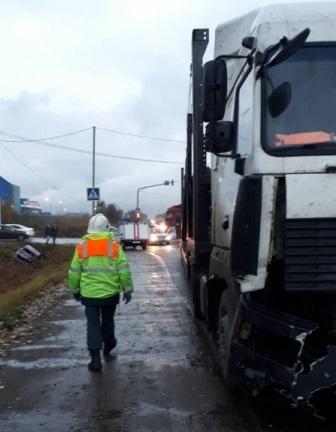 В Боровском районе произошло ДТП фуры и легковушки «Киа»
