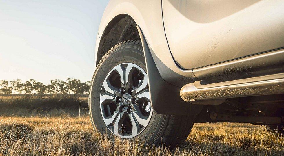 Mazda тизером анонсировала обновленный пикап Mazda BT-50