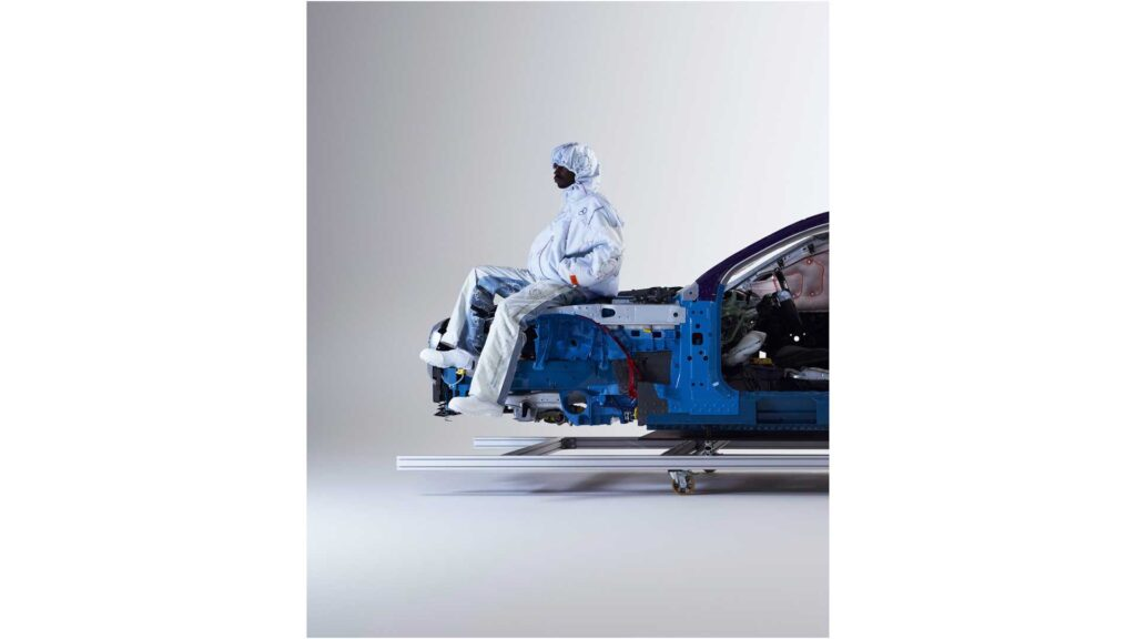 Mercedes-Benz представил коллекцию надувной одежды из подушек безопасности